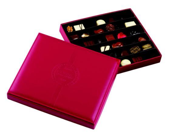 Boîte en Cuir Rouge avec 36 Pralines - 500 g