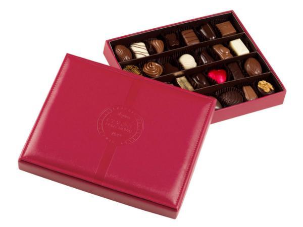 Boîte en Cuir Rouge avec 28 Pralines - 375 g