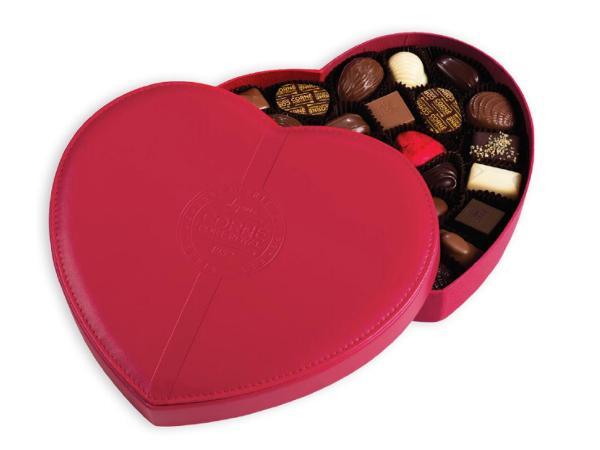 Boîte Coeur Cuir Rouge Garnie Sans Alcool de 440 g